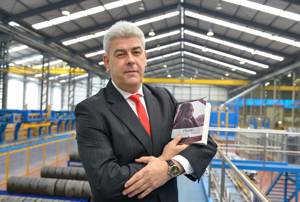 Juan Carlos Muñoz firma libros stand VETECO AV Alumitran